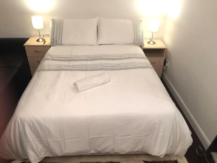 Beautiful, warm, 3-4 min to 3 tubes - Londra - Appartamento