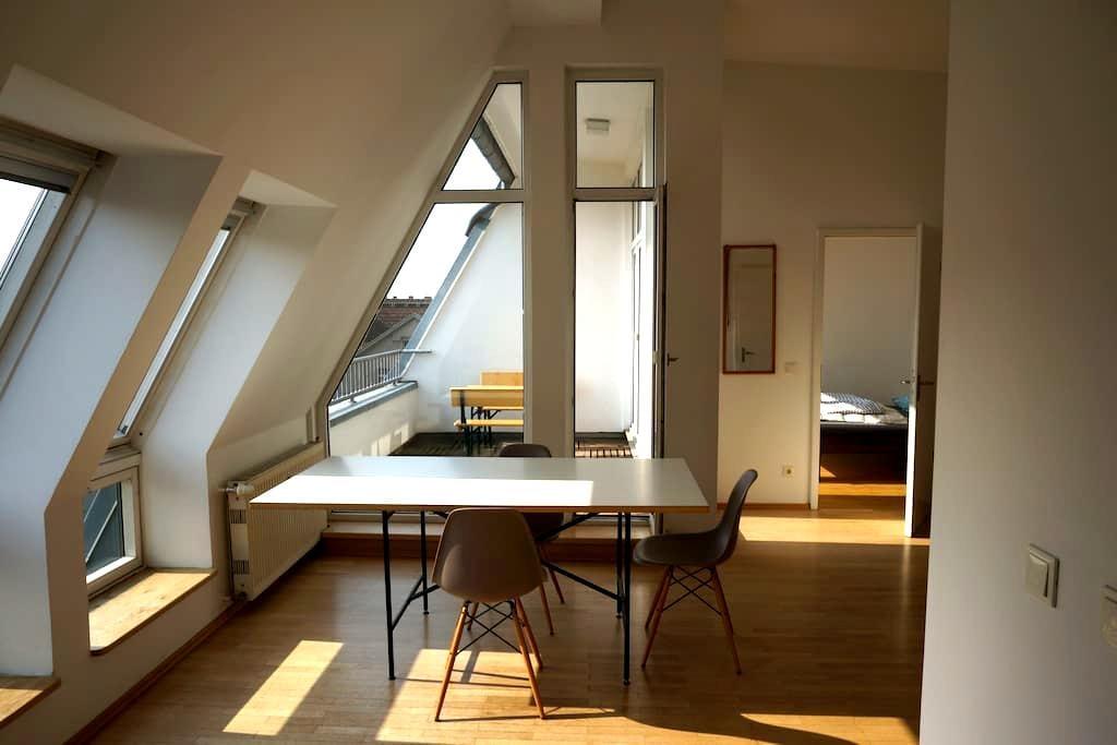 Bright city loft, Kreuzberg East with roof-balcony - Berlin