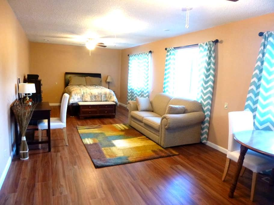 Country quiet studio with kitchette - Livermore - House
