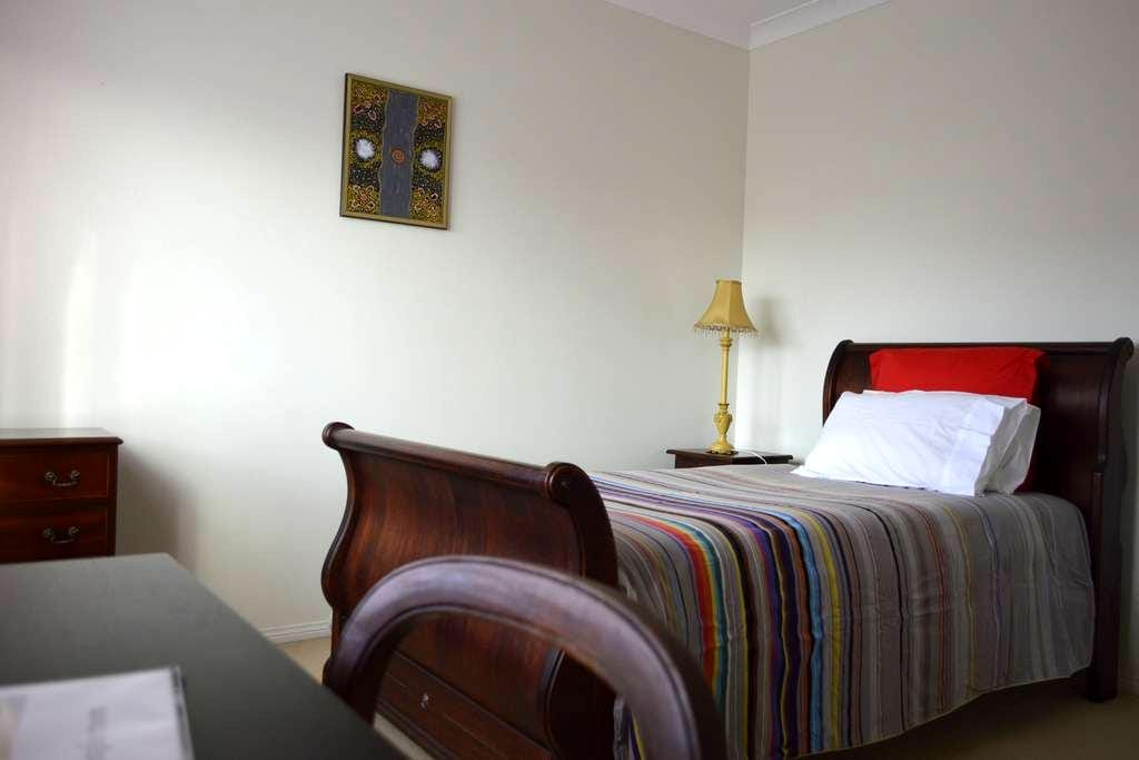 Classic style single room - Casuarina - Bed & Breakfast