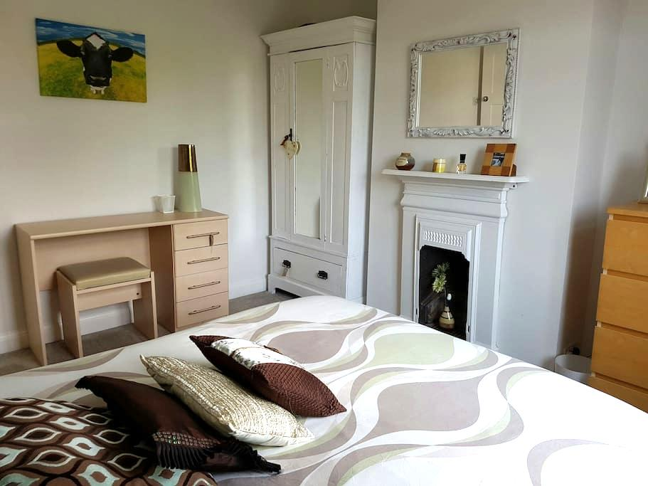Room in family home FREE PARKING - Portslade - Rumah