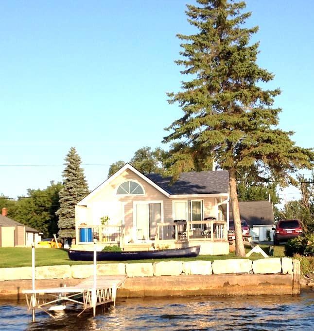 Prince Edward County Waterfront - Belleville - Cottage
