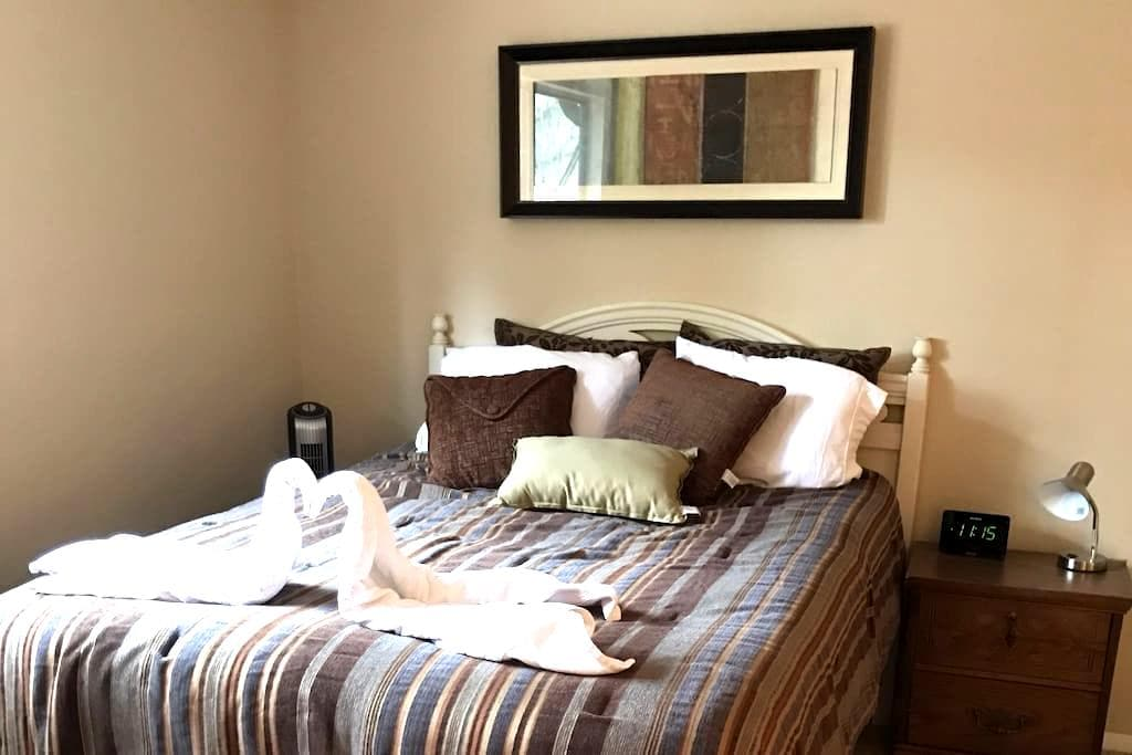 Comfy and Central Queen Bed - near UF! - Gainesville - Apartemen
