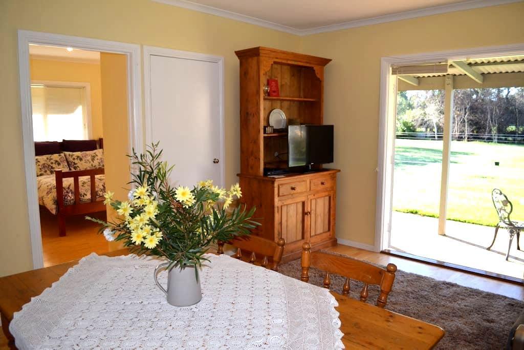 Iluka B&B Cottage - ฟิลลิป ไอส์แลนด์ - ที่พักพร้อมอาหารเช้า