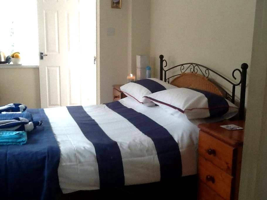 Double self contained ensuite - Torquay - Bed & Breakfast
