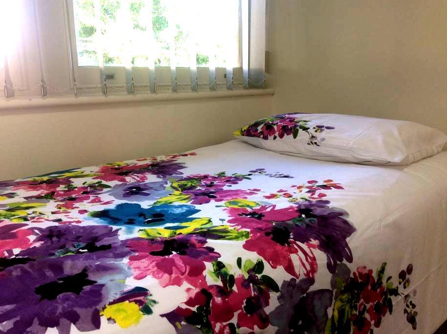 Cozy small air-conditioned bedroom - Marion