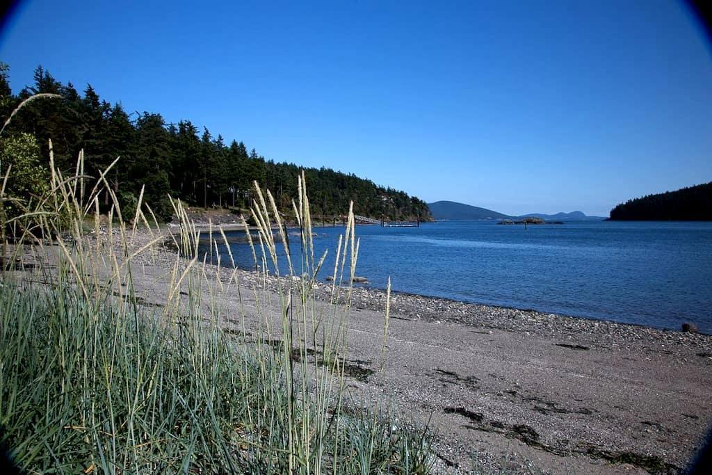 Waterfront, Sandy Beach, & Hot Tub - Olga