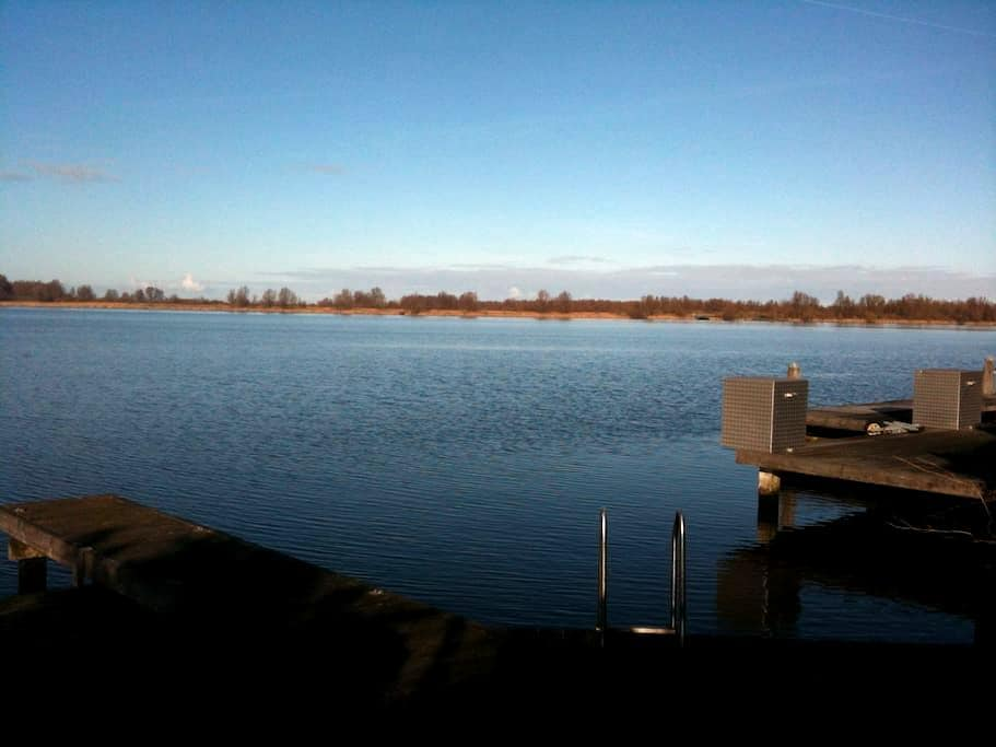 Beautiful Lake Side Guest House - Almere - Wohnung