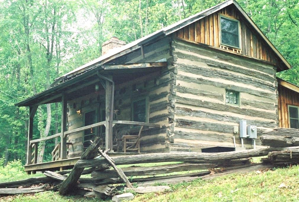 Adventure in c.1775 Log Cabin! - Lexington - Kulübe