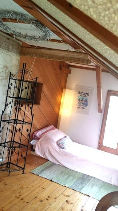 Cozy room, separate toilet and shower - Salmsach - Lejlighed