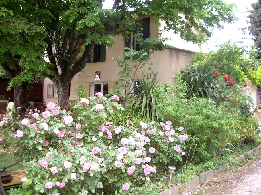 Grand studio avec jardin et piscine - Aix-en-Provence - Loft