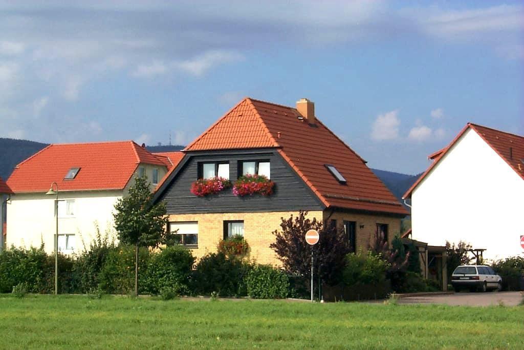 Gemütliche u. moderne Ferienwohnung - Darlingerode/Harz - Apartament