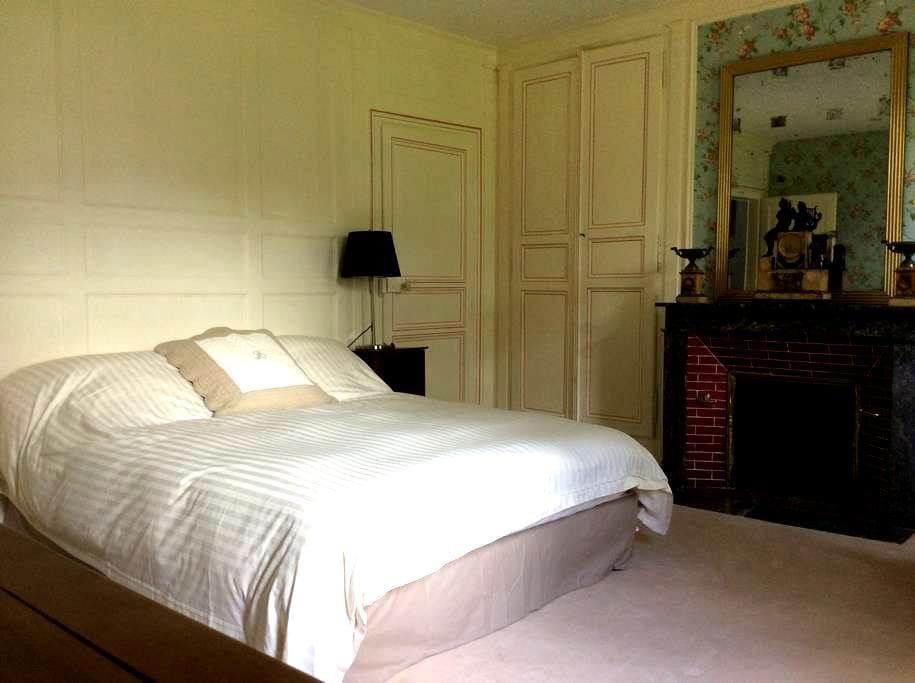 La Courangère - Petite suite Familiale - Boissy-lès-Perche - ที่พักพร้อมอาหารเช้า
