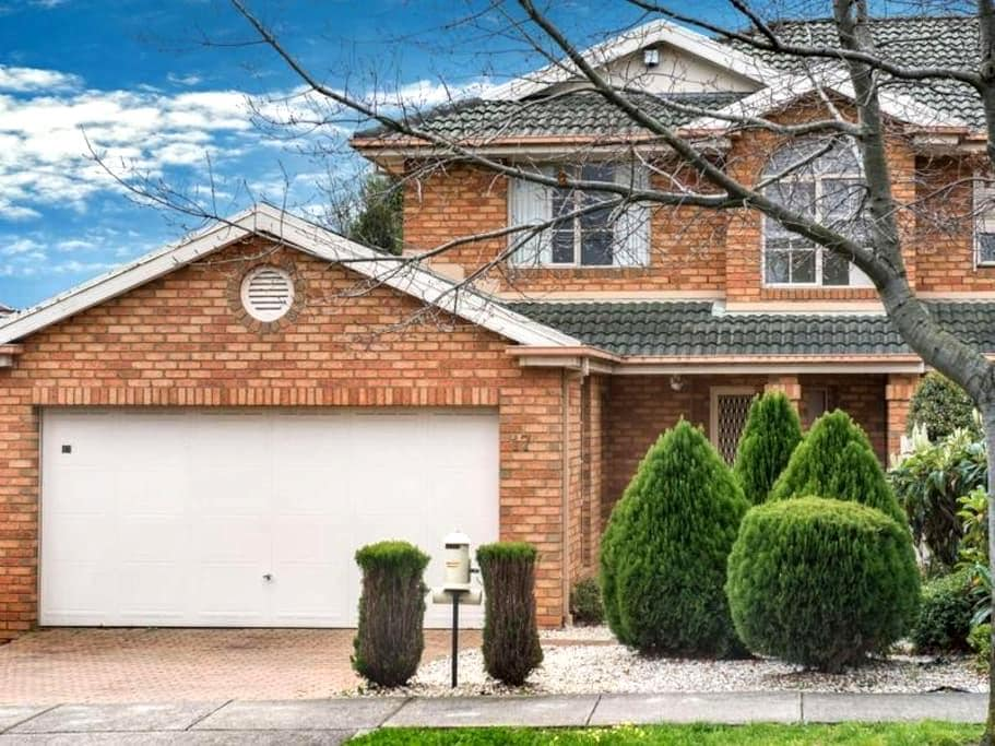 Luxury holiday house in Central Melbourne - Blackburn North - Дом