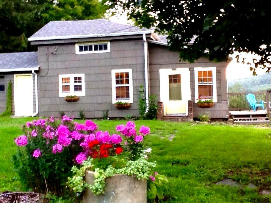 Farmhouse at Brookdale Farms - Canaseraga - บ้าน
