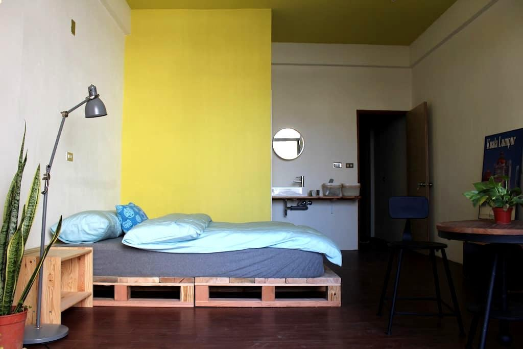 a cozy bright room in the cafe 舒爽亮房 - East District - House