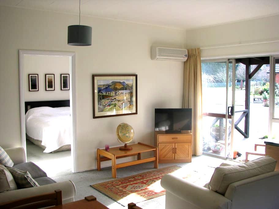 "The ""Red Shed"" guesthouse, Ashburton - Ashburton - Apartment"