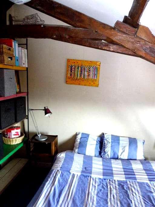 chambre dans maison familiale - Miribel - Pensió