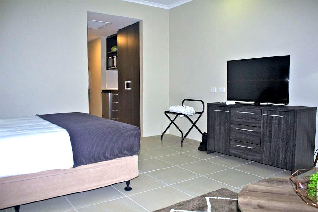 Modern Fresh Studio Apartment in Cairns - Cairns City - Pis