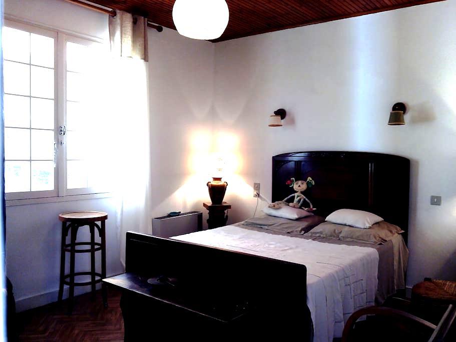 Chambre double dans un Atelier d'Artiste ILE de Re - Le Bois-Plage-en-Ré