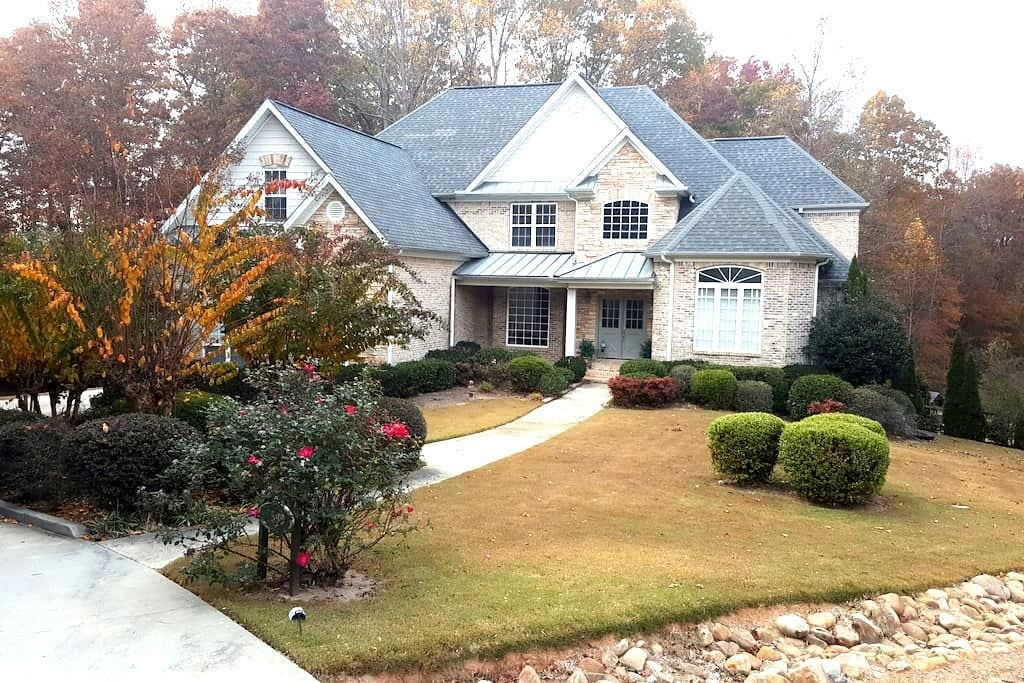 Spacious family-style 5 bedroom, private location - Marietta - House