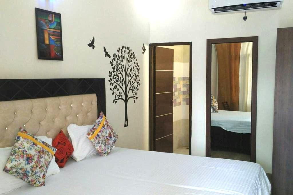 Fully furnished 8 Rooms with WiFi - Chandigarh - Гестхаус
