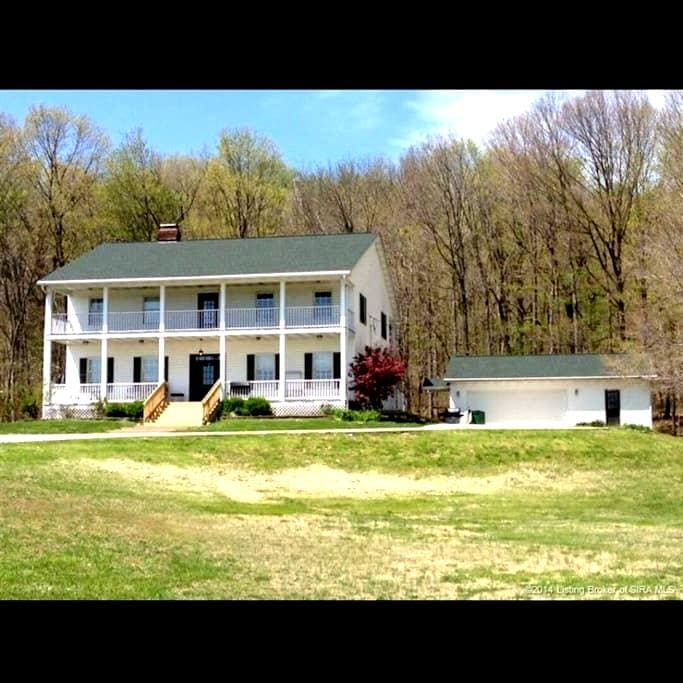 Beautiful Farm House in the Country - Corydon