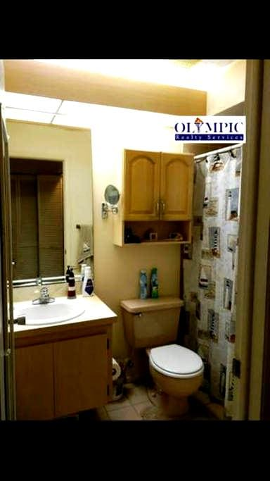 Beautiful 3/2 in central location - Holiday - House