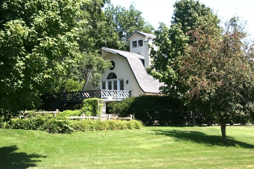 Beautiful Barn & Studio (sleeps 16) - La Porte - Casa