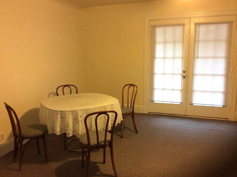 Partially furnished 2 bedroom Apt - Fort Thomas - Byt