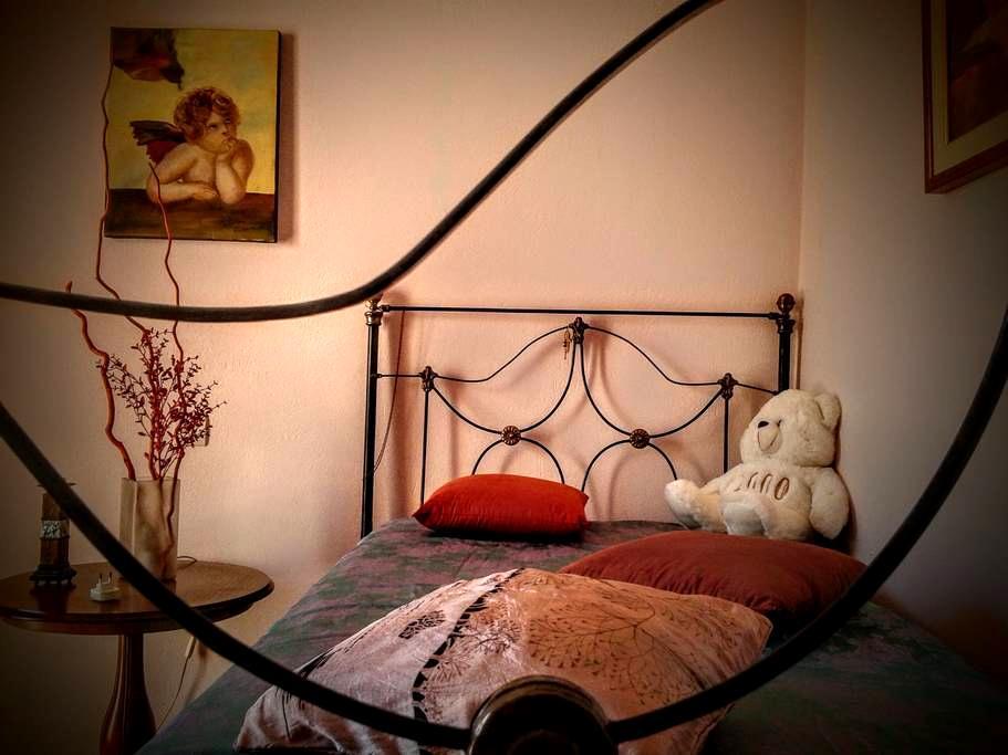 Cheap, Cozy, Well Connected! - Atenas - Apartamento