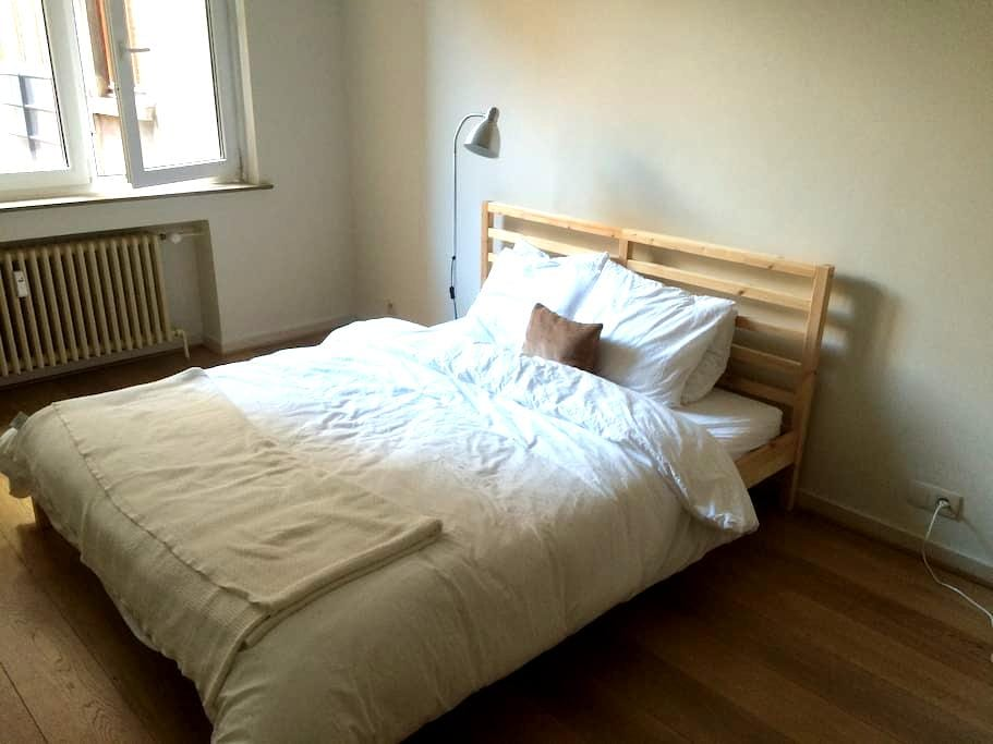 Light double room near Grand Place - Bruxelles - Wohnung