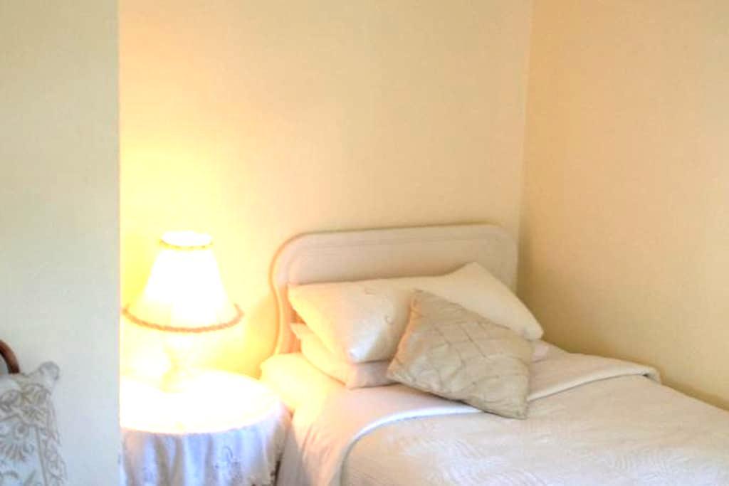 Triple room in Danabel 3* B&B - คินเซล - ที่พักพร้อมอาหารเช้า