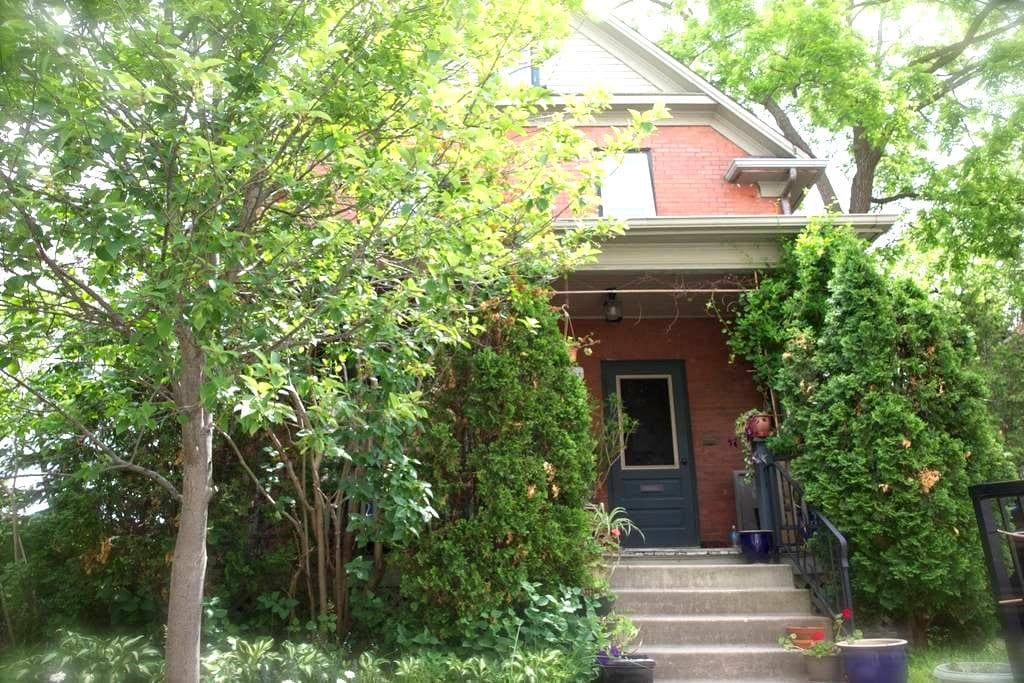 In the heart of Downtown Kitchener - Kitchener - House