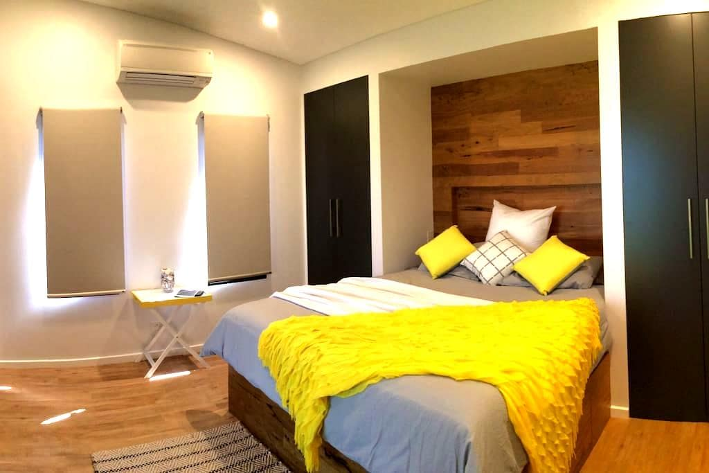 Holiday Accommodation, The GuestRoom - Bilingurr - Maison