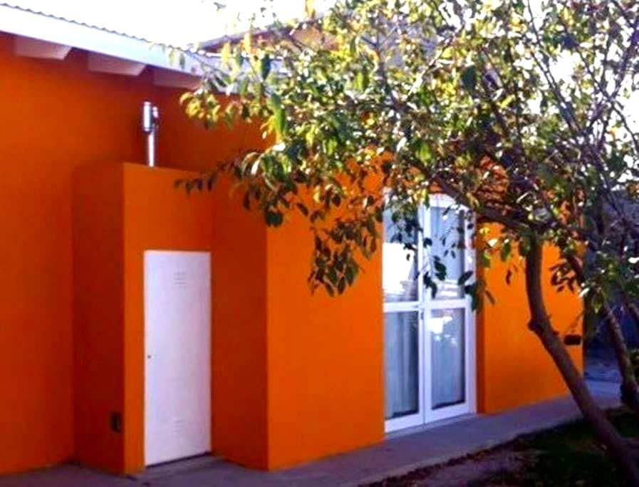 La Casa Naranja-Patagonia Argentina - Puerto Madryn