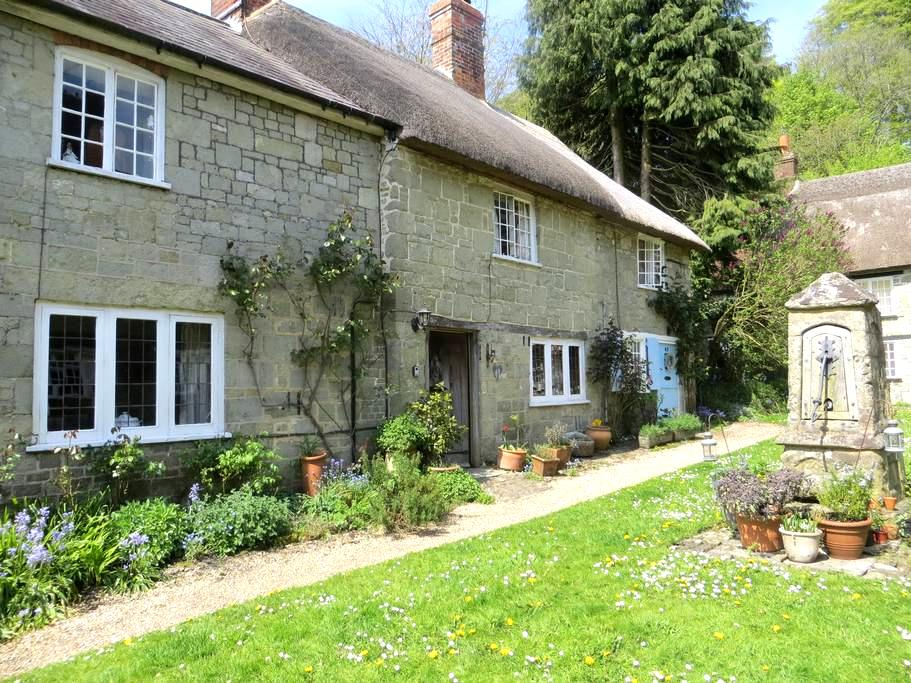 18c Cottage in gated courtyard - Shaftesbury - Hus