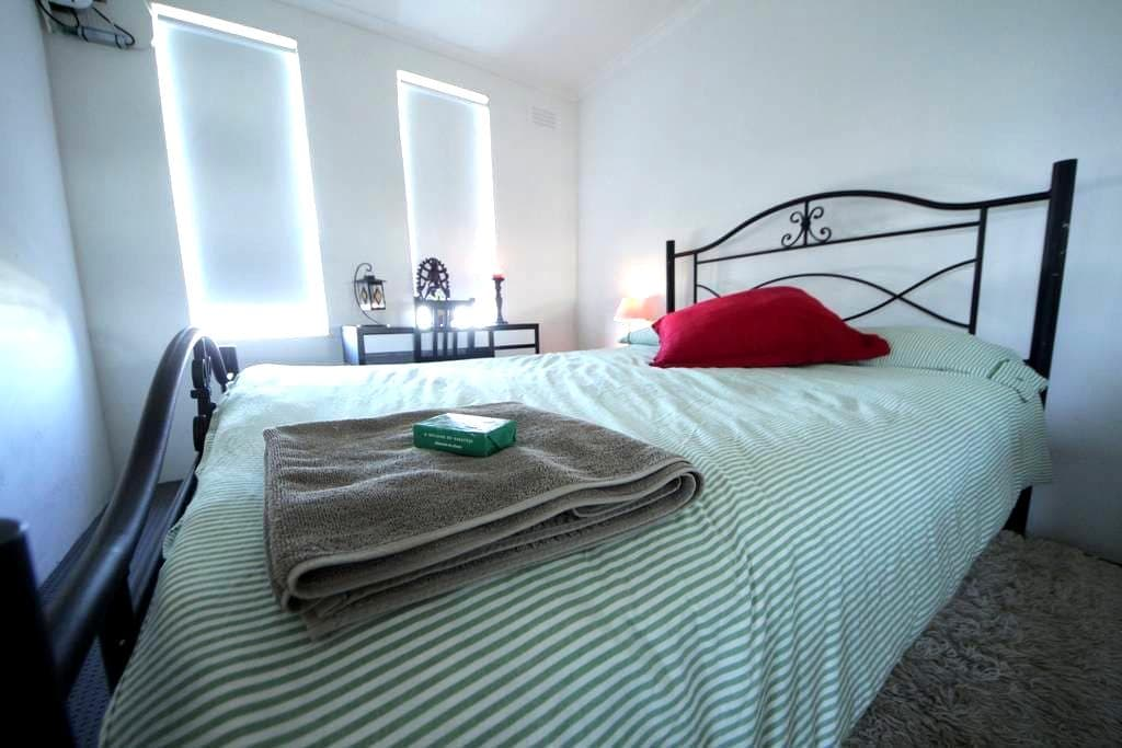 Room in apartment 5.5km from city - Footscray - Appartement
