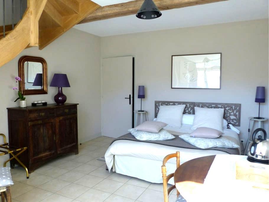 Chambre du colombier 2 à 6 pers. - Joux-la-Ville - Bed & Breakfast