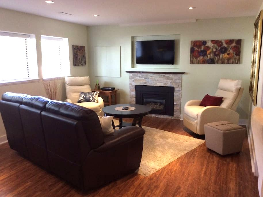 Upscale, Spotless Suite in Langley/Brookswood - Langley