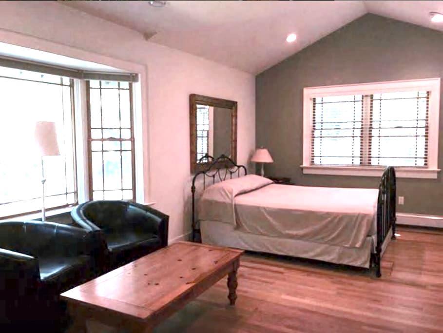 Spacious East Hampton Home Suite - East Hampton - House