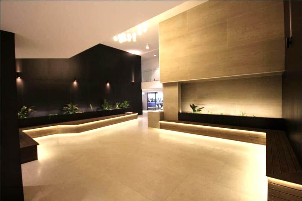 Modern Apartment with Rooftop Pool, BBQ &City View - West End - Apartment