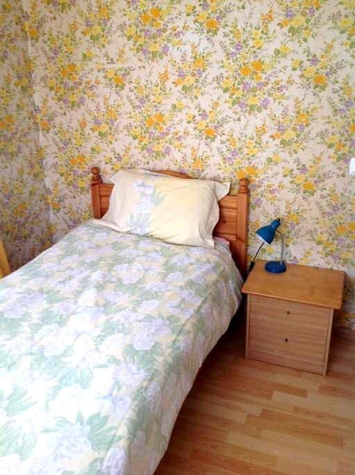 Yellow Room, Commugny. Switzerland. - Commugny - House