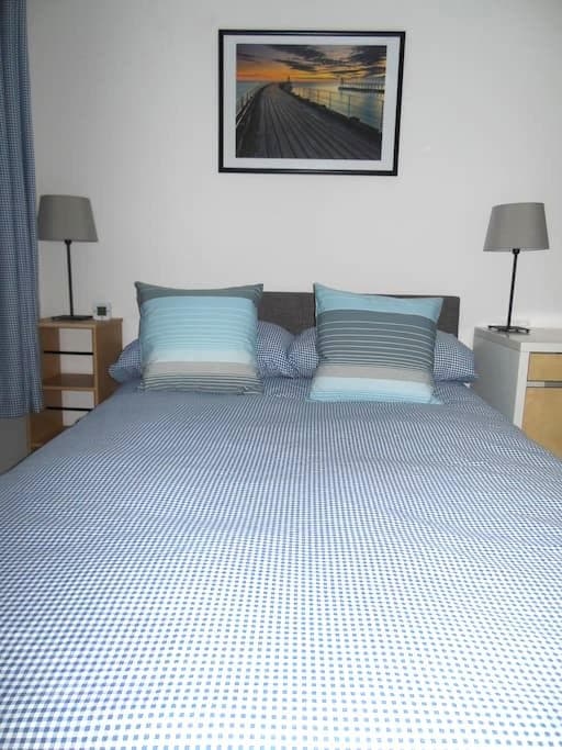 Bright, Airy Small Double Room- 24 hour check-in - Witney - Daire