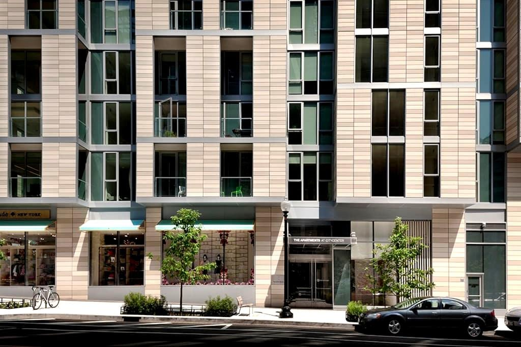 Clean, chic, and centrally located downtown apt - Washington - Apartment