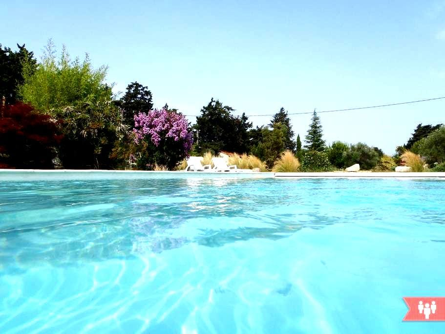 Gîte neuf avec spa, piscine, 4 pers - Graveson