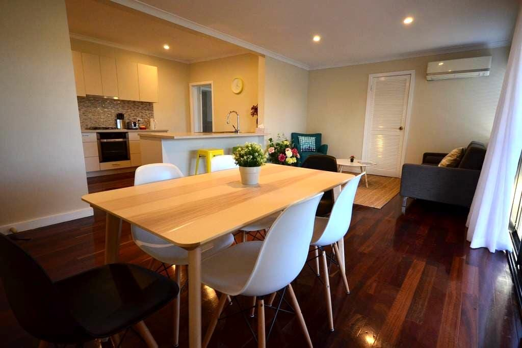 Comfy 4Bed house close to Perth Airport - Belmont - Huis