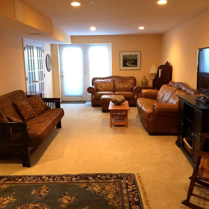 Comfortable and private living space - Hagerstown - Rumah