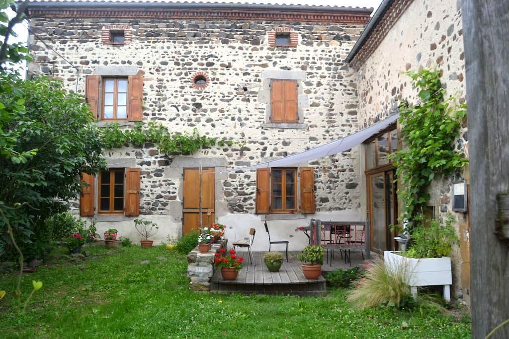 En pleine nature, à 35 minutes de Clermont-Ferrand - Sallèdes - House