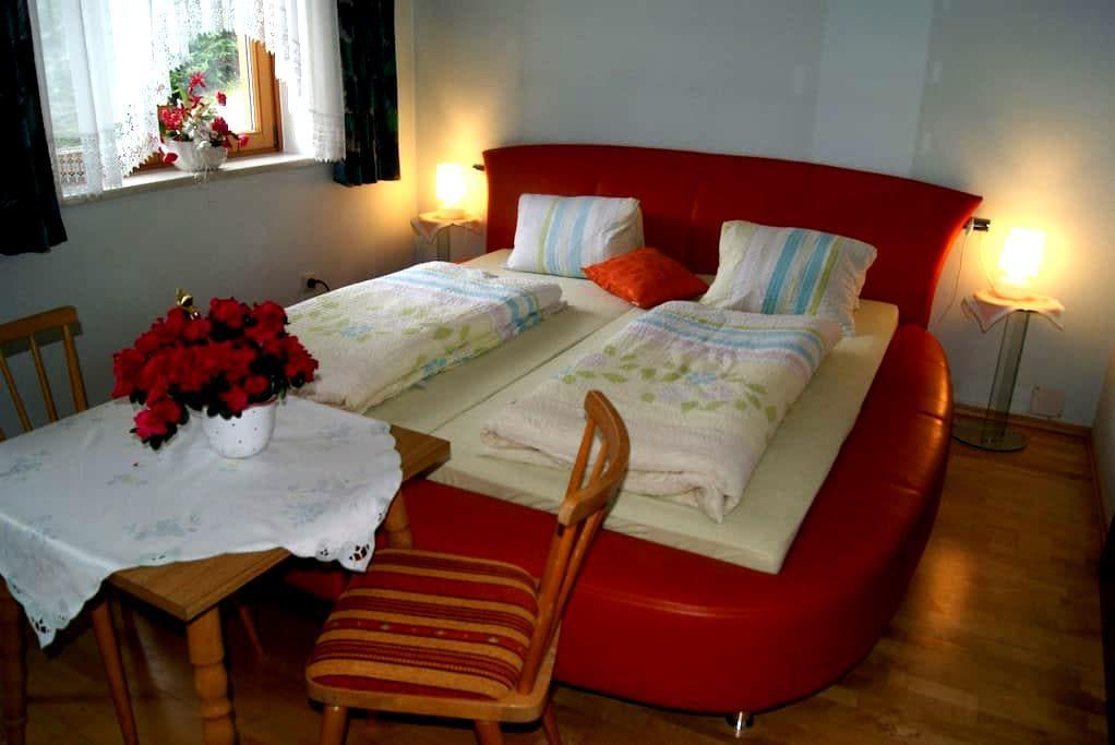 romantic comfortable double bedroom - Rennweg am Katschberg